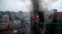 Un immeuble résidentiel de 28 étages de haut a été ravagé lundi à Shanghai par un incendie, qui a fait au moins 42 morts et plus de 50 blessés, selon l'agence officielle Chine Nouvelle./Photo prise le 15 novembre 2010/REUTERS/Aly Song