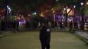 Des policiers escortent des individus près du Bataclan, le 13 novembre.
