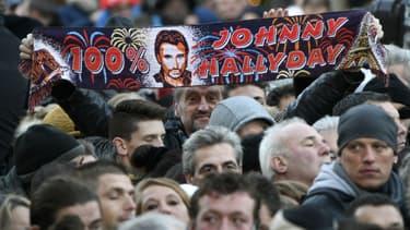 Les fans de Johnny Hallyday lors de l'hommage populaire à Paris, le 9 décembre 2017