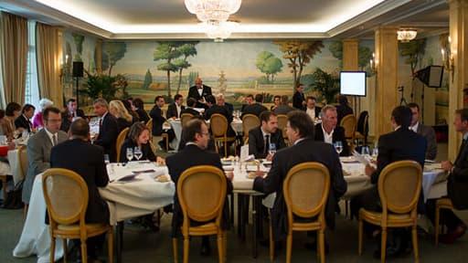 Réunion d'une vingtaine d'anciens lauréats des BFM Awards au Bristol, à Paris, le 10 octobre 2013.