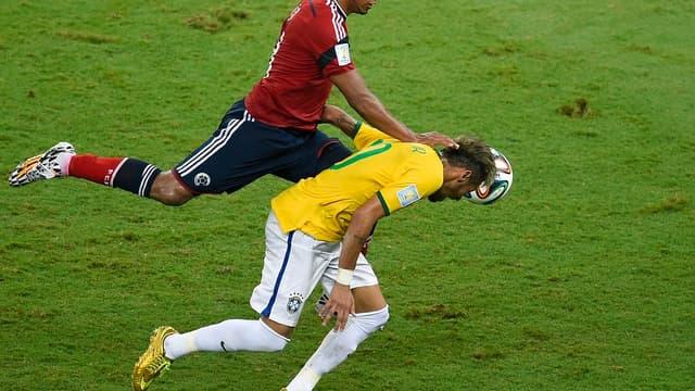 Juan Zuniga et Neymar