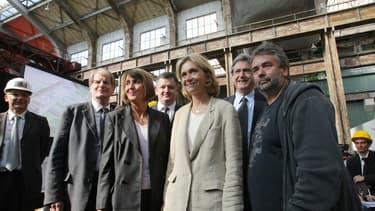Patrick Braouezec, Christine Albanel, Augustin de Romanet, Valérie Pécresse, Christian Blanc et Luc Besson sur le chantier de la cité le 11 juin 2009