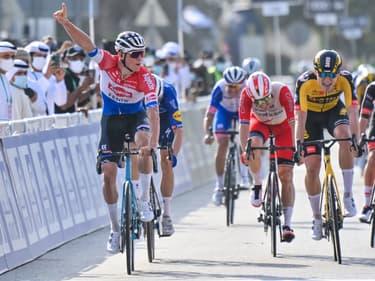 Mathieu van der Poel lors de sa victoire sur la 1ere étape du Tour des EAU 2021