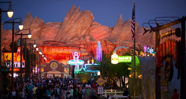 L'extension du parc Disneyland, en Californie, est un grand succès.