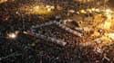 """Des manifestants anti-Morsi sur la place Tahrir vendredi. Les religieux d'Al Azhar ont évoqué vendredi le risque de """"guerre civile"""" en Egypte où partisans et opposants de Morsi se sont affrontés, à Alexandrie, provoquant la mort de deux personnes, dont un"""