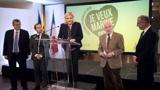 Marine Le Pen présente sa liste électorale pour les régionales, à Lille le 7 novembre 2015.