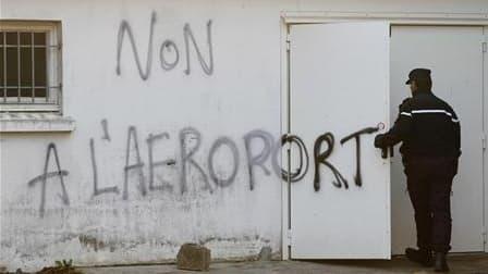 Manifestation à Notre-Dame-des-Landes contre le nouvel aéroport près de Nantes (Loire-Atlantique). Le projet contesté de construction de cet aéroport a franchi une étape supplémentaire avec la signature du contrat de concession entre l'Etat et le groupeme