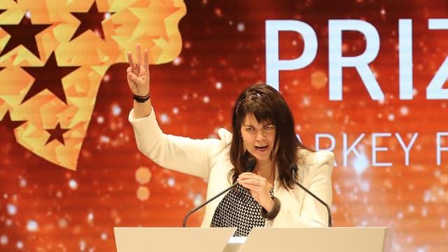 Maggie MacDonnell lors de la réception de son prix, le 19 mars, à Dubaï.