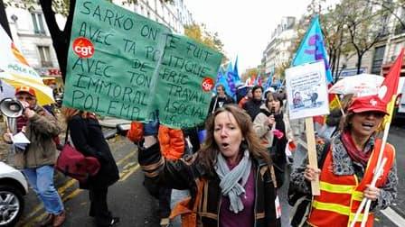 Manifestation de salariés de Pôle Emploi dans les rues de Paris. Des syndicats de l'organisme d'aide aux chômeurs menacent de poursuivre leur mouvement contre les suppressions de postes et la dégradation des conditions de travail, après une grève fortemen