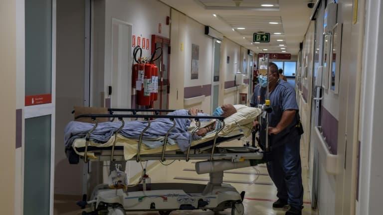 Covid-19: 215 morts à l'hôpital en France en 24h, les admissions en réanimation stagnent