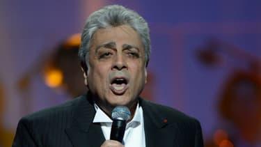 Enrico Macias sur scène après avoir reçu un prix d'honneur pour ses 50 ans de carrière lors des 28e Victoires de la Musique, le 8 Février 2013 au Zénith de Paris