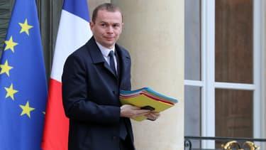 Le secrétaire d'Etat à la Fonction publique, Olivier Dussopt, assure ce lundi 21 mai dans Libération que le gouvernement ne remettra pas en cause le statut des fonctionnaires.