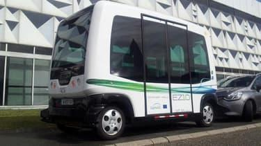 De janvier à mars 2016, la Communauté d'Agglomération de Sophia Antipolis teste 3 minibus électriques autonomes pouvant transporter une dizaine de personnes sur une voie spécialement aménagée.
