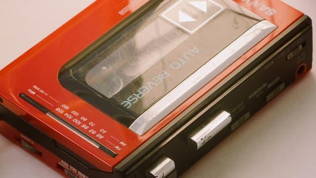 Un baladeur cassette de la marque Sanyo