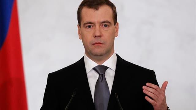 Le président russe Dmitri Medvedev a annoncé jeudi une réforme du système politique, prévoyant notamment l'élection au scrutin direct des gouverneurs régionaux actuellement nommés par le Kremlin. /Photo prise le 22 décembre 2011/REUTERS/Sergei Karpukhin