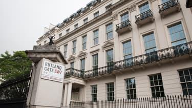 Depuis hier soir, à Londres, ils sont plusieurs centaines à camper au pied d'une enseigne du groupe Galliard Homes, qui a lancé un vaste programme immobilier neuf à prix cassés.