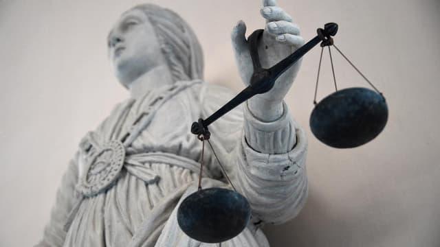 Statue représentant la balance de la Justice.