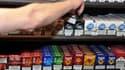 Selon l'arrêté d'homologation des prix paru dimanche, certaines marques vont procéder à de légères augmentations de leurs prix, à l'image du paquet de Lucky Strike rouge ou celui de Winfield bleu qui passent de 6,50 à 6,60 euros.