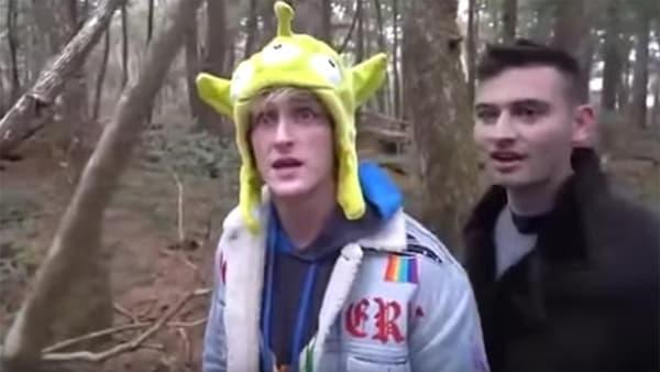 Le YouTubeur Logan Paul, dans sa vidéo tournée dans la forêt des suicides au Japon.