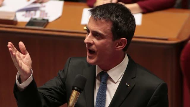 """Manuel Valls a exprimé mardi la """"détermination"""" de l'Etat à soutenir le projet de centre d'accueil de sans-abris dans le XVIe arrondissement de Paris."""
