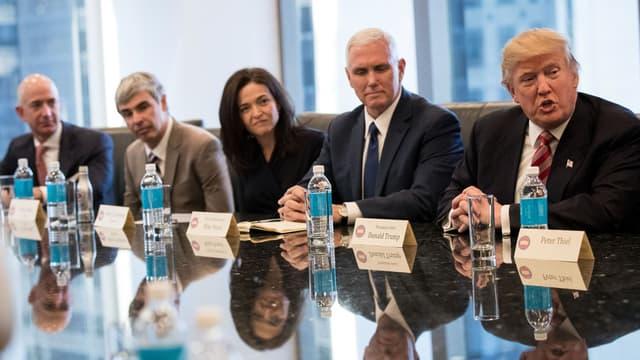 Donald Trump a fait montre de séduction face aux patrons de la Silicon Valley