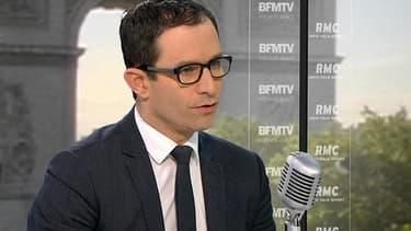 """Benoît Hamon, le ministre de l'Economie sociale et solidaire et de la consommation, réfléchit à la """"portabilité bancaire"""", comme pour le téléphone."""