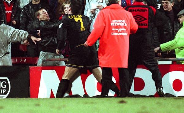 Cantona s'était relevé et avait tenté de frapper de nouveau le supporter