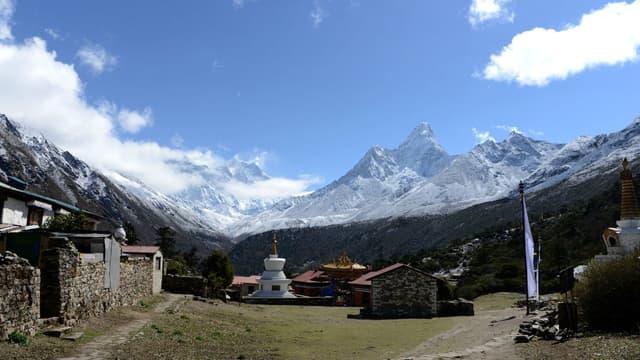 Une vue d'ensemble du mont Everest depuis Tengboche, à environ 300 kilomètres au nord de Katmandou, au Népal le 4 mai 2017. (Photo d'illustration)