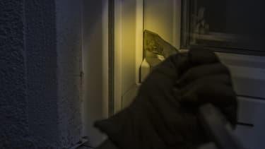Un cambriolage dure 10 minutes en moyenne, tout ce que vous pouvez faire pour retarder le voleur est le bienvenu.