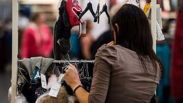 Les Françaises ont acheté pour 12,7 milliards d'euros de vêtements en 2017.