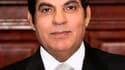 """Le gouvernement tunisien a tenté mercredi de donner des gages de rupture avec l'ancien régime de Zine ben Ali avec l'exclusion probable des ministres """"bénalistes"""" et le lancement d'un mandat d'arrêt international contre l'ex-dirigeant et son épouse exilés"""