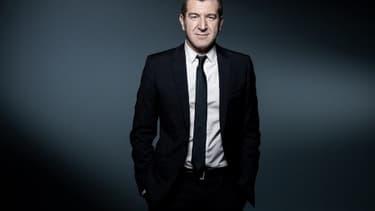 Matthieu Pigasse est entré à la direction du Trésor à sa sortie de l'ENA. Il a fait ses classes auprès de Dominique Strauss-Kahn à Bercy, avant de devenir le directeur de cabinet adjoint de Laurent Fabius puis de passer dans le privé.