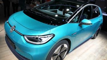 Le nouveau modèle électrique de VW, l'ID.3, n'arrivera chez les premiers clients qu'en septembre. Entre des bugs logiciels et la crise du coronavirus, le virage stratégique de Volkswagen a pris du retard.