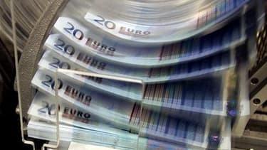 Deux hauts responsables de l'Union européenne ont démenti mercredi un article du quotidien britannique Guardian selon lequel la France et l'Allemagne se seraient mises d'accord pour multiplier par cinq environ la capacité financière du FESF en la portant