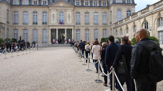 En moins de 48h, 3800 visiteurs sont allés rendre hommage à Jacques Chirac à l'Elysée