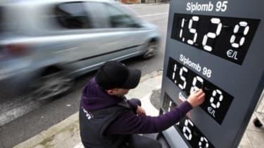 Le prix du diesel augmenterait de deux centimes en 2014, selon Jean-Vincent Placé.