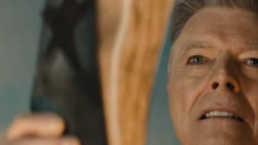 """David Bowie dans le clip de """"Blackstar""""."""