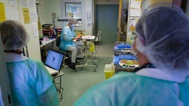 Des soignants à l'hôpital de Mulhouse le 29 avril dernier.
