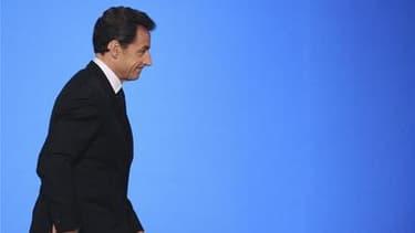 La cote de Nicolas Sarkozy gagne deux points en mai pour atteindre 30% de confiance, contre 67% d'opinions défavorables, dans le baromètre TNS Sofres Logica à paraître vendredi dans Le Figaro Magazine. /Photo prise le 5 mai 2010/REUTERS/Lionel Bonaventure
