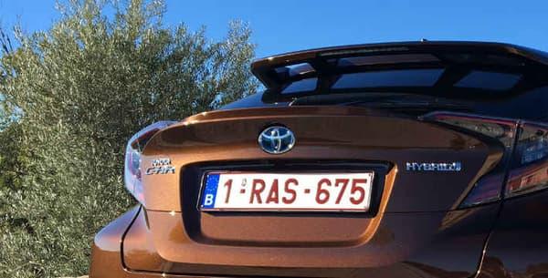 A 31.500 euros, le prix de la version essayée du CH-R n'est pas forcément un avantage face à ses concurrents. Un Mini Countryman se montrera peut-être plus onéreux mais a déjà gagné ses galons premium.