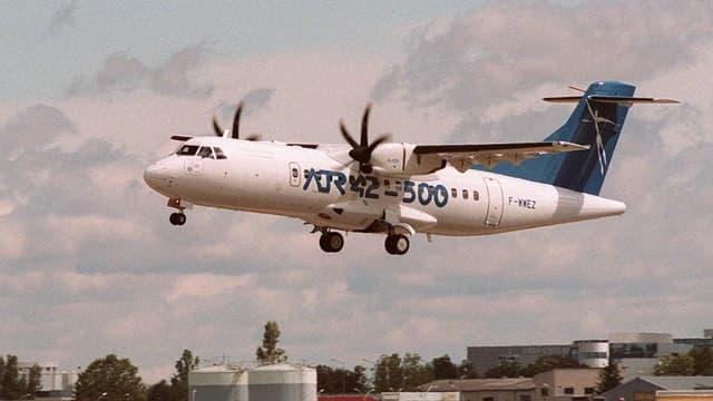 Un ATR 42 de la compagnie Tunisia Airlines atterrit à l'aéroport de Toulouse-Blagnac (photo d'illustration).