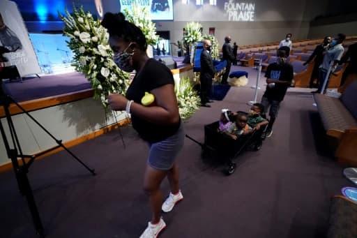 Devant le cercueil de George Floyd à Houston le 8 juin 2020
