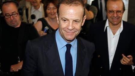 Le directeur général de L'Oréal, Jean-Paul Agon, a assuré jeudi que les contrats accordés par le groupe au photographe Jean-Marie Banier (photo) répondaient à des services rendus et que l'affaire Bettencourt n'entravait en rien la marche de l'entreprise.