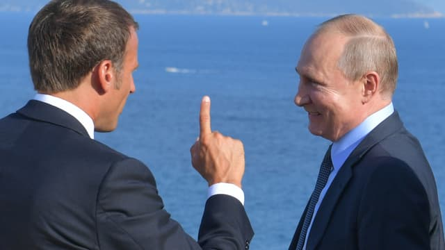 Emmanuel Macron et Vladimir Poutine devant la Méditerranée.