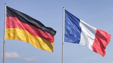 Les relations franco-allemandes sont tendues, notamment depuis les attaques du PS français contre la politique d'Angela Merkel.