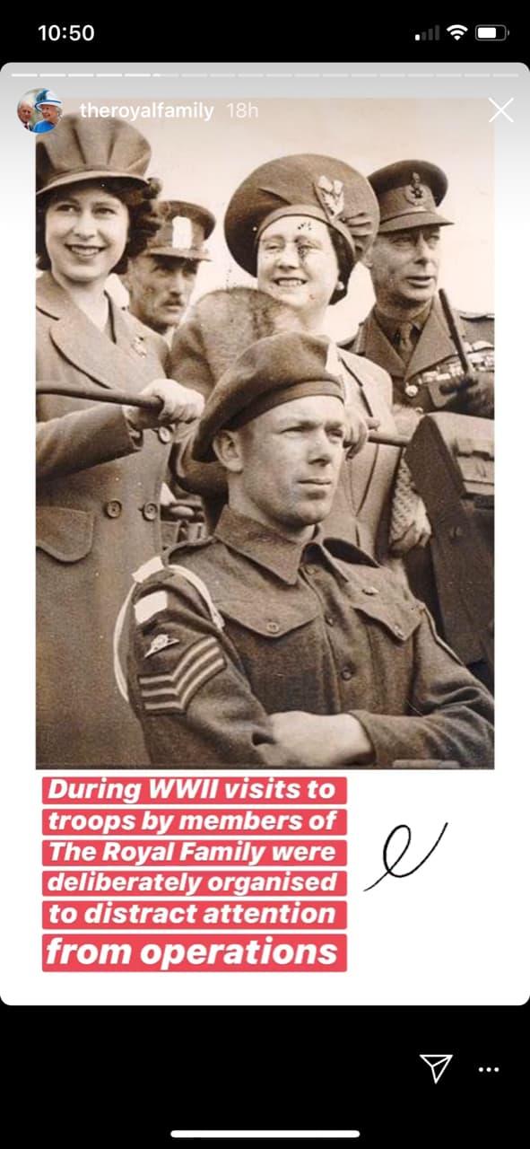 La reine en visite auprès des services secrets britanniques pendant la Seconde Guerre mondiale.