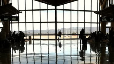 Les services de sécurité de l'aéroport de Tel-Aviv sont désormais légalement autorisés à accéder aux courriers électroniques des touristes
