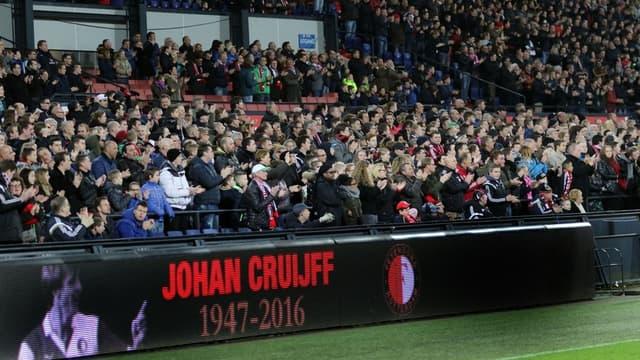 Pays-Bas : le stade de Feyenoord applaudit Cruyff