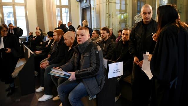 """Des membres des """"Loups blancs"""" au tribunal d'Amiens."""