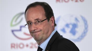 Selon la porte-parole du gouvernement, un officier de sécurité a oublié les armes destinées à protéger François Hollande lors de sa récente visite à Rio, mais le président a toujours eu d'autres officiers armés à sa disposition. /Photo prise le 20 juin 20